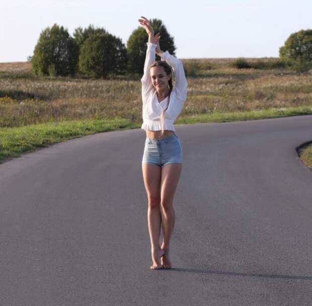 Летние девушки в шортах