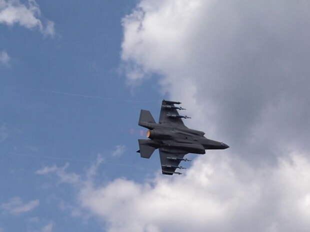 """Полет истребителя F-35 в """"режиме зверя"""" попал на видео"""
