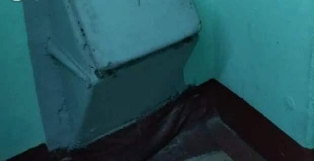 Забитый отходами мусоропровод прочистили в доме на Душинской
