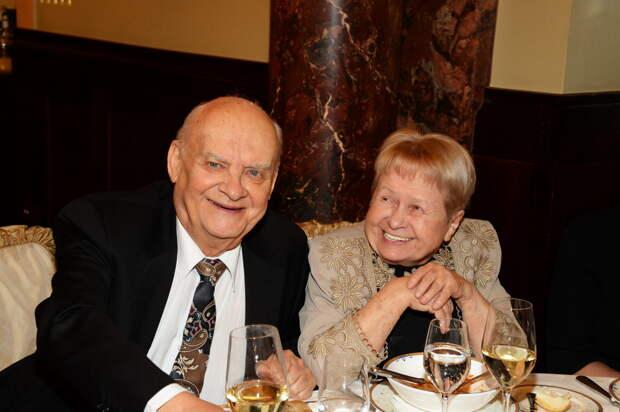 Вечная любовь: 5 пар, чей брак продлился уже более 50 лет