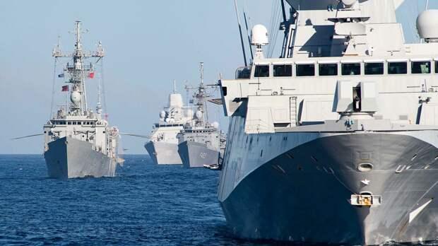 Российские военные закрыли для самолетов и кораблей часть Черного моря