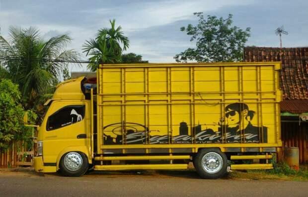Маленькие грузовики Fuso Canter с внешностью от Scania и Actros MP4 - Индонезийский вид тюнинга грузовиков
