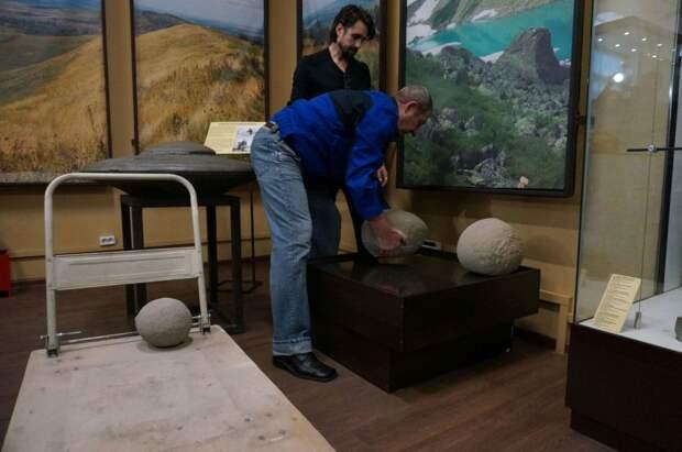 На угольном разрезе в Кузбассе нашли загадочные каменные шары