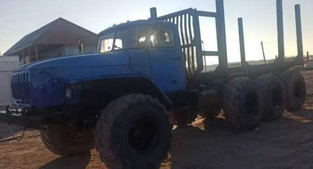 Блогер рассказал о необычном Урале с восемью колесами от трактора Т-150
