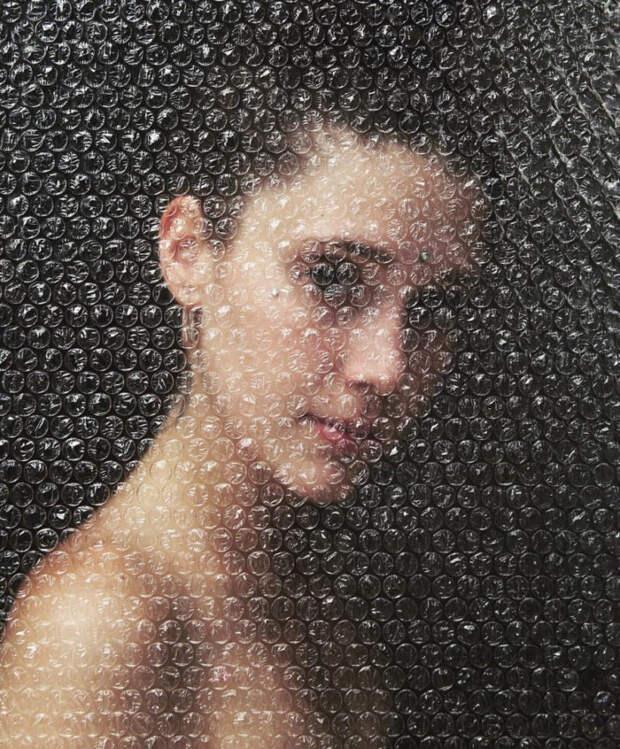 Художник создает портреты, которые выглядят как «завернуты» в пузырчатую пленку