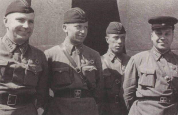 Комбриг Петр Пумпур (первый слева) после возвращения из Испании, 1937 год
