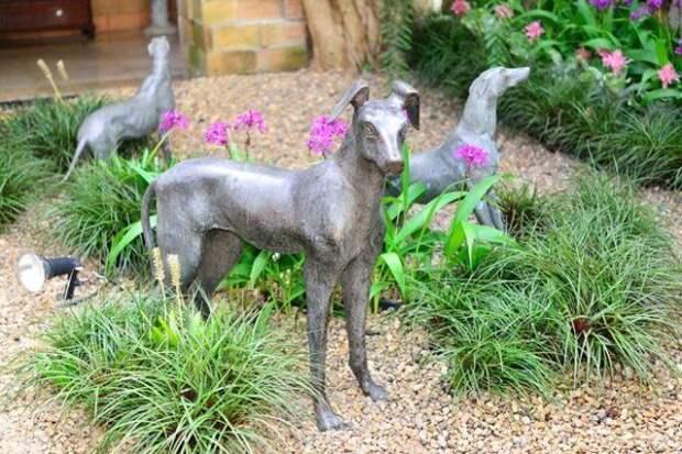Садовые скульптуры выглядят очень изящно и элегантно