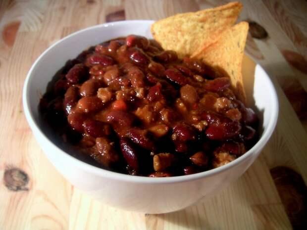 Звездный рецепт: говядина с помидорами и фасолью от Петра Баранчеева