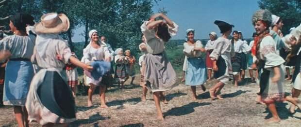 """кадр из фильма """"Свадьба в Малиновке"""""""