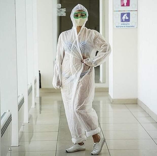 Медсестра вкупальнике изТулы продолжает сводить сума весь мир
