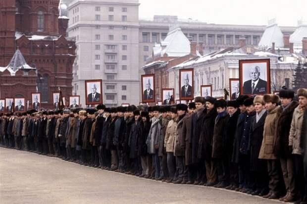 От детсадовцев до Генсека: 26 выразительных портретов советских людей, иронично и по-доброму рассказывающих о жизни в СССР