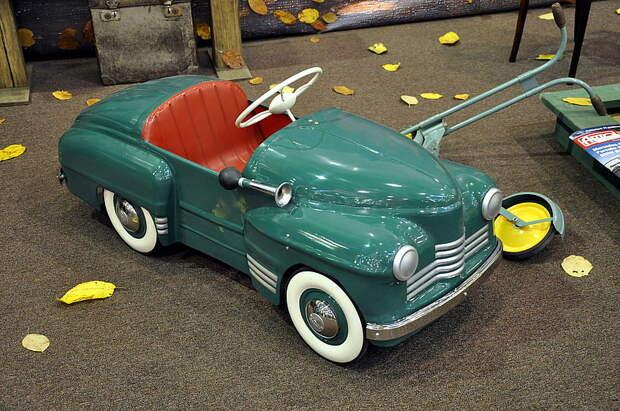 Автомобили на педальной тяге из времён советского детства автомобиль, детство, педаль, педальная машинка, раритет