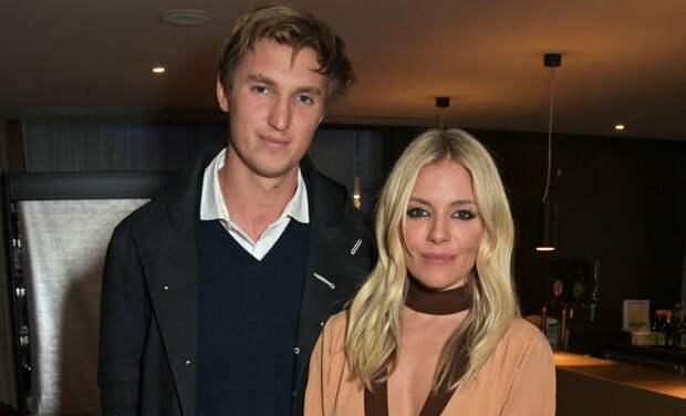 Сиенна Миллер рассталась с бойфрендом Лукасом Цвирнером после года отношений