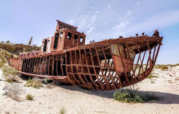 Остов корабля на месте Аральского моря