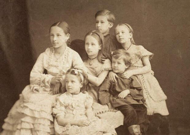 Дети Александра Александровича, 1874 год. /Фото: img-fotki.yandex.ru