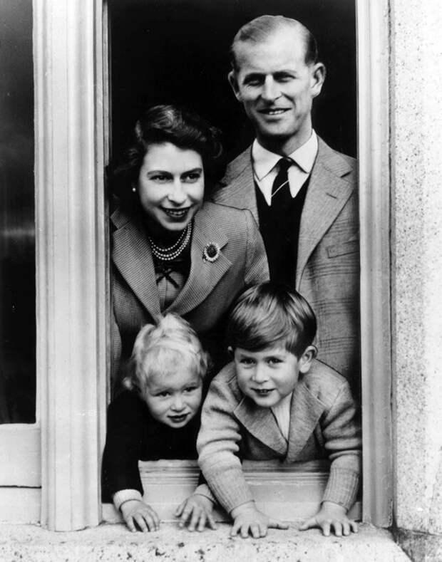 Спасал жизни, любил шутить: 100 фактов о принце Филиппе, муже королевы Елизаветы II