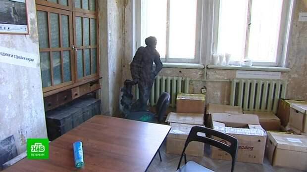 «Полторы комнаты» Иосифа Бродского увеличивают за счет кальянной и каретника