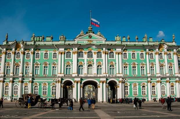 Ситуация в Санкт-Петербурге близка к локдауну, объявил градоначальник