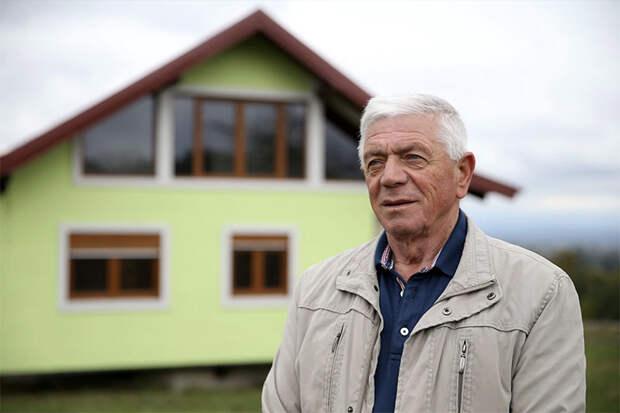 Босниец построил вращающийся дом из-за жалоб жены