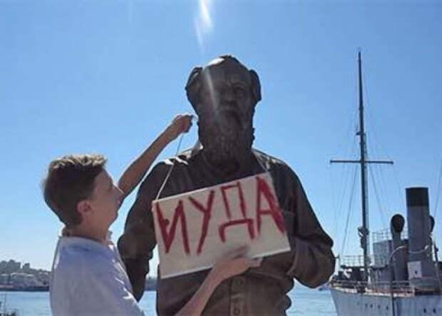 Памятник Солженицыну