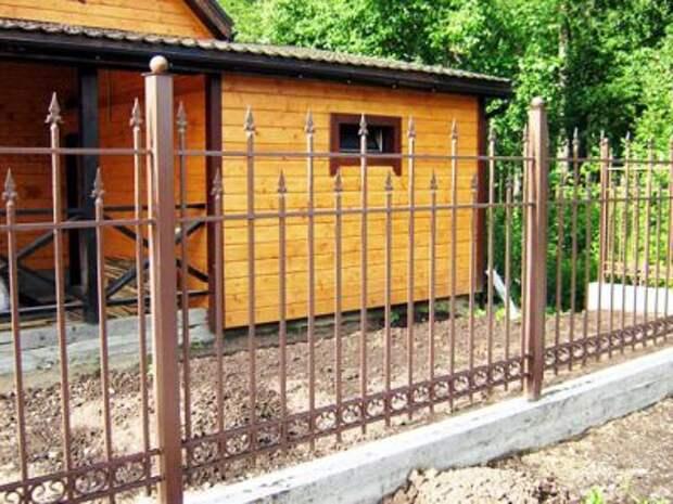 Какой выбрать забор для дачи
