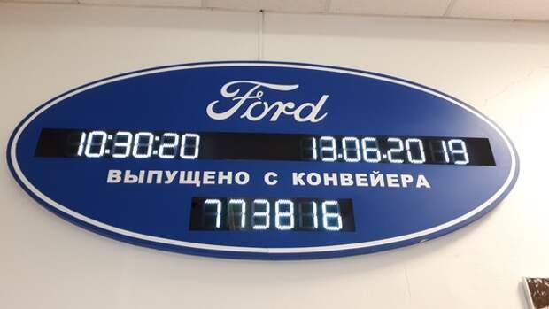 Сотрудники Ford под «Прощание Славянки» проехали на погрузчиках по опустевшему заводу