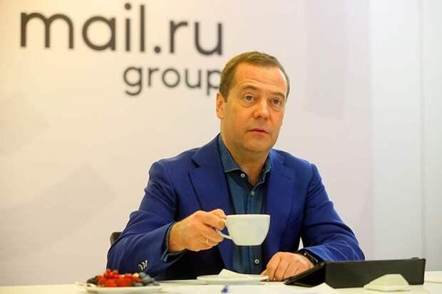 Общение Медведева с пользователями «ВКонтакте» показало, что власть увиливает от прямого общения с гражданами