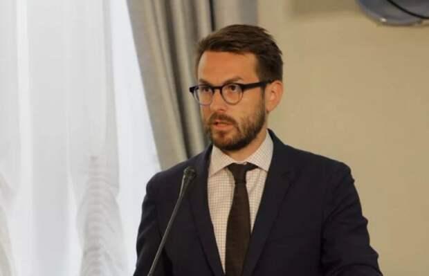 В Севастополе освободилась должность директора департамента общественных коммуникаций