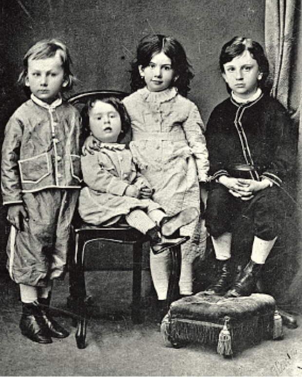 Дети Льва Николаевича Толстого: Илья, Лев, Татьяна и Сергей