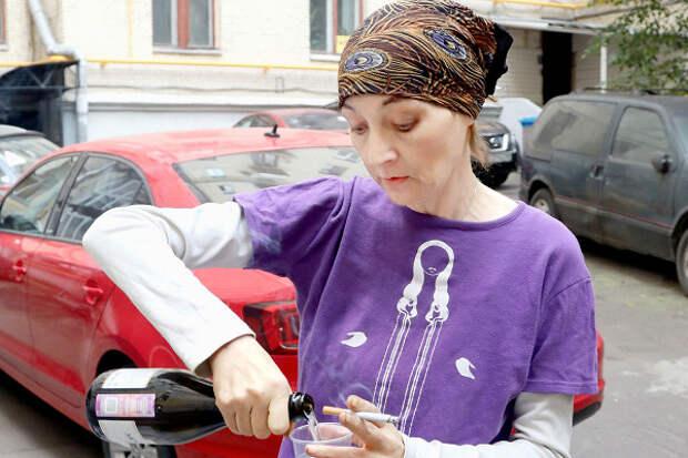 Успивающейся экс-жены Ефремова неосталось денег даже накошачий корм