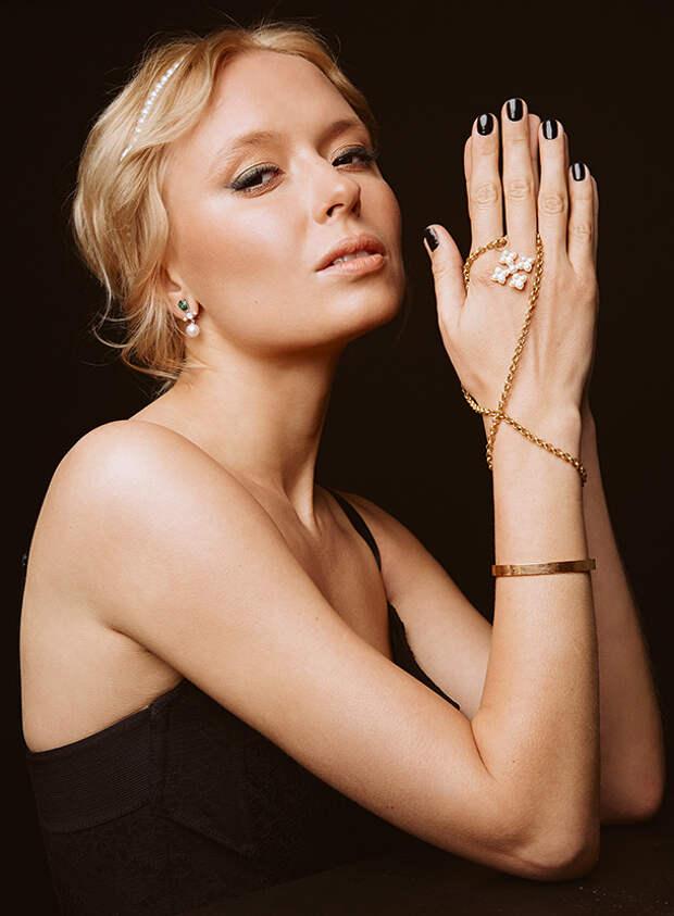 Новогодний макияж, новогодние прически: праздничные образы от актрисы Анны Александровой