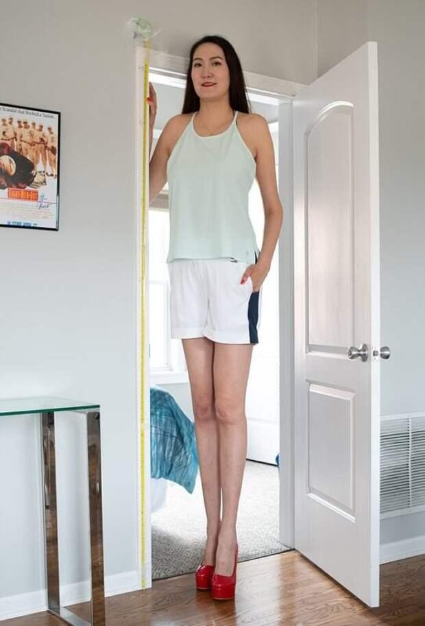Как выглядит Рене Бад, обладательница самых длинных ног вмире