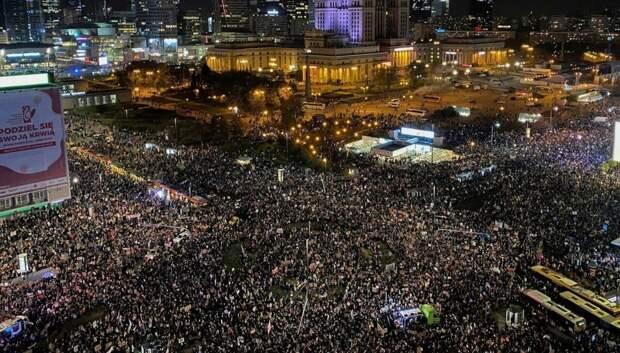 Бумеранг возвращается: Незатихающие протесты в Польше могут вылиться в военный переворот
