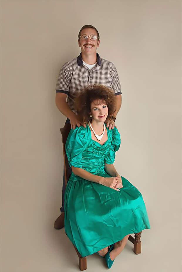 К10-летию брака пара снялась вдурацкой фотосессии встиле 80-х