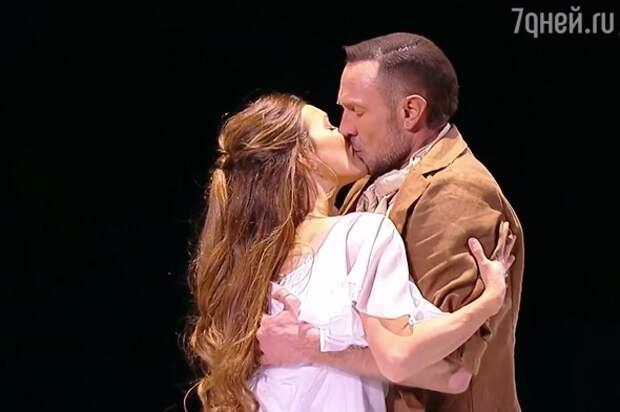 Регина Тодоренко и Роман Костомаров все-таки поцеловались: фото