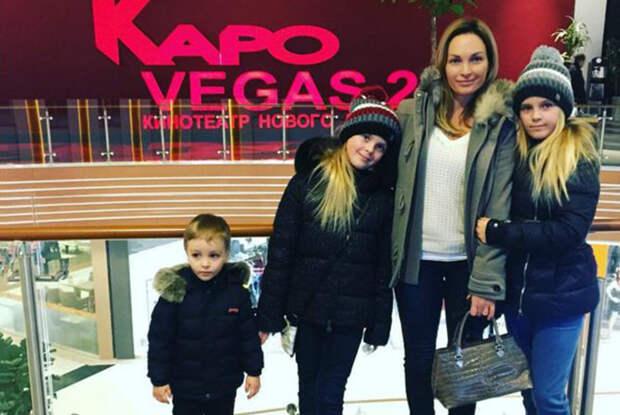 Оксана Олешко с детьми