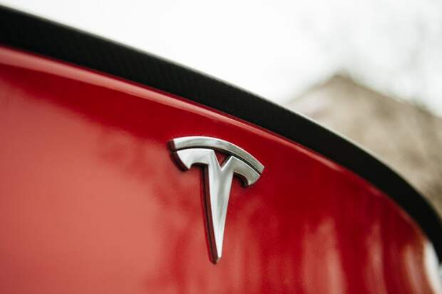 Автопилот не виноват. Водитель Tesla, попавшей в аварию, перепутал автопилот с круиз-контролем