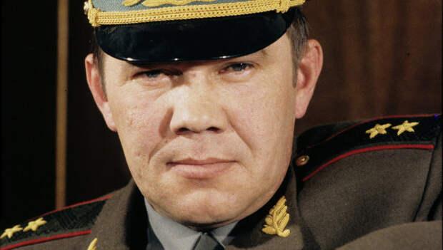 За что Александр Лебедь получил генеральское звание?
