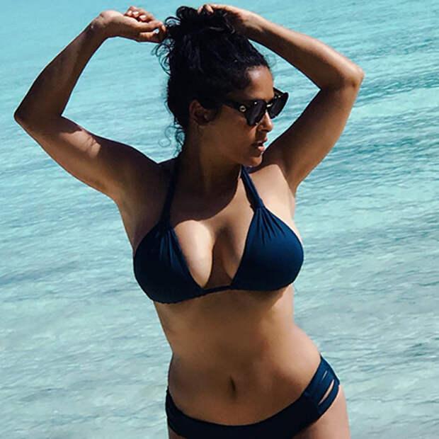 Горячо: 51-летняя Сальма Хайек показала роскошную фигуру в купальнике