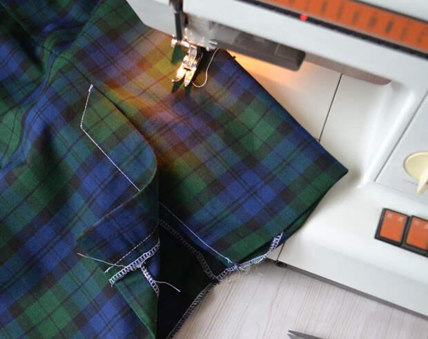 Отделочные строчки шлицы юбки