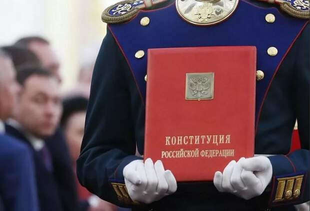 Россияне могут как утвердить поправки в Конституцию, так и наложить вето – о статусе голосования