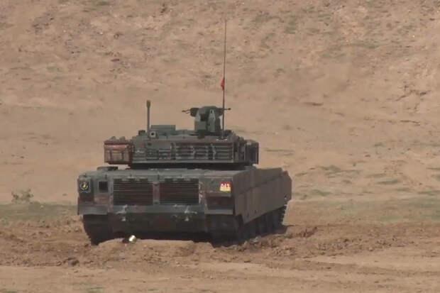 Прыжки и проезд сквозь стену: возможности танка VT-4 показали на видео
