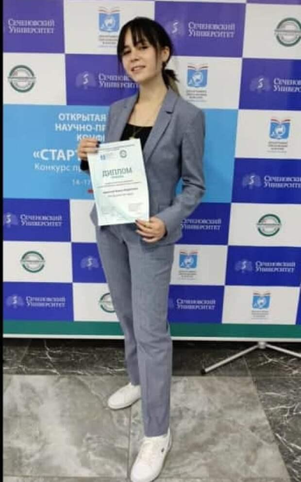 Старшеклассница из школы №1560 стала призёром научной конференции по медицине