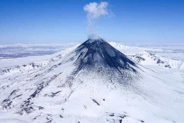 Российский вулкан изрыгает алмазы: откуда они там взялись?