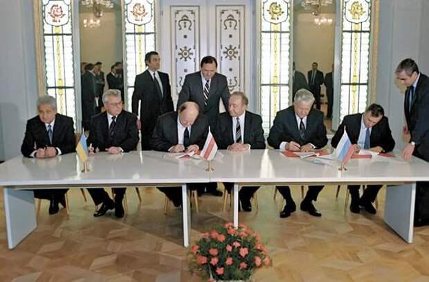 Писатель Александр Лапин: «Через три десятилетия после распада СССР мы откатились обратно на целый век»