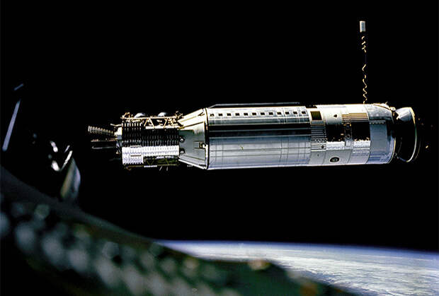 Вид на космический аппарат RM-81 Agena из пилотируемого корабля Gemini 8