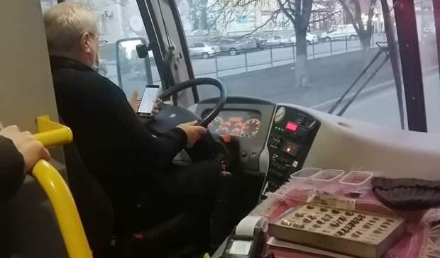 Слишком любопытный водитель маршрутки напугал ростовчан