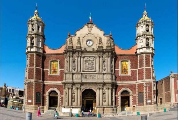 Базилика Девы Марии Гваделупской на Кафедральном Соборе в Мексике.