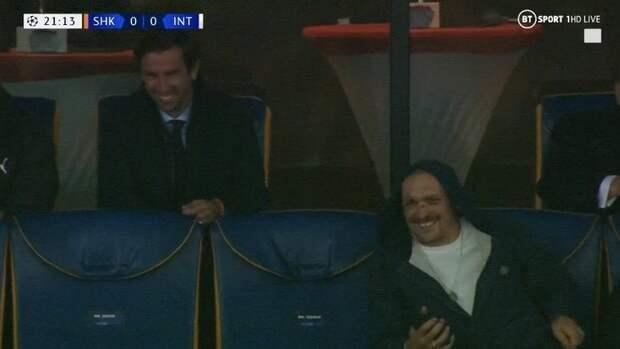 Кадр дня. Усик иСрна вместе смотрят матч «Шахтер»— «Интер»