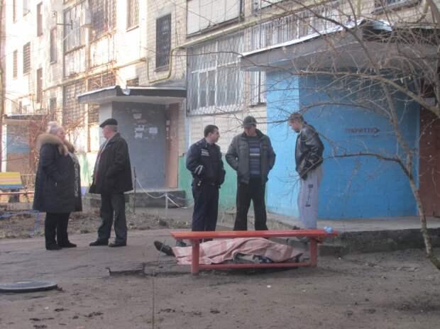 Загадка трупа полицейского, найденного под окнами 24-этажки в Петербурге
